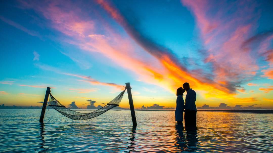 affair anniversary beach couple Maldives