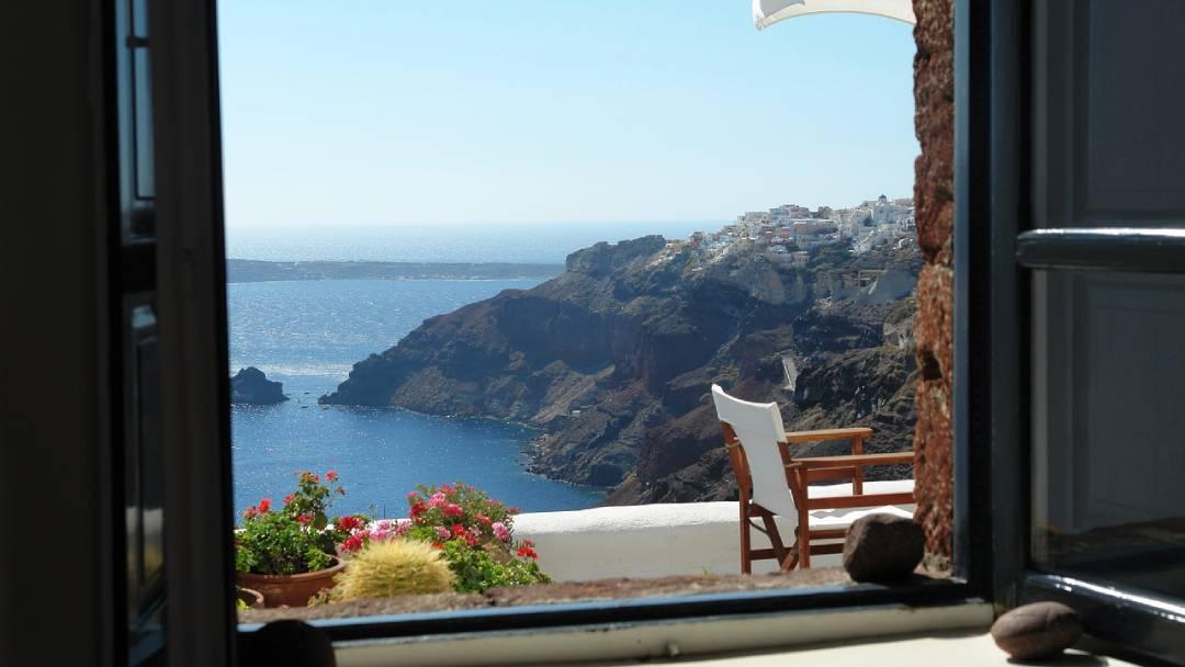 Santorini honeymoon ideas