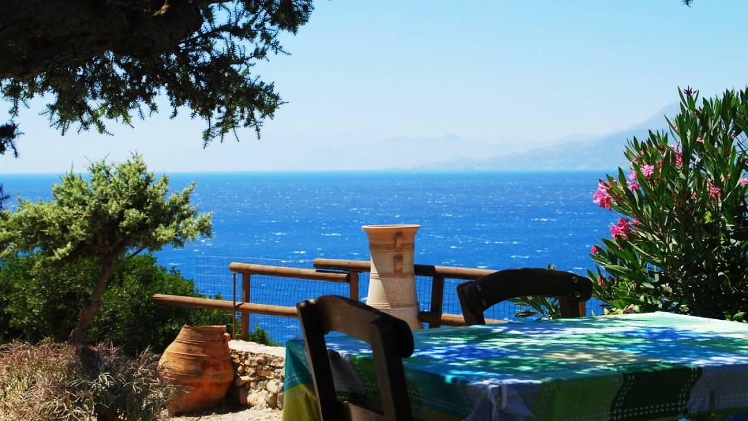 tavern with sea view on Crete