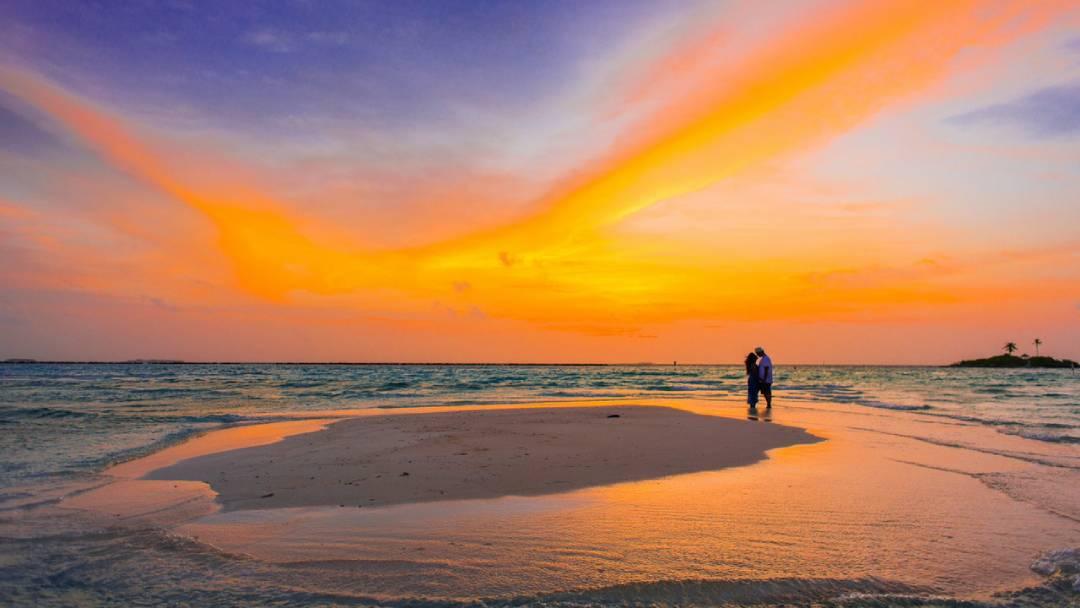 couple on honeymoon in the Maldives